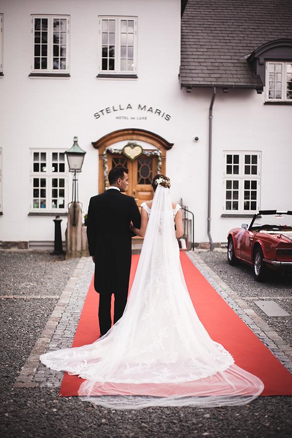 0ccf72abd2b0 Hos os er der ingen standardløsninger – kun skræddersyede bryllupper  designet efter jeres ønsker og idéer. Ring til os på tlf. 62 21 25 25 for  en indledende ...